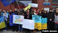 Акція протесту під почесним консульством України у Вроцлаві, 25 листопада 2013 року