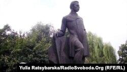 Пам'ятник Олександрові Полю у Дніпропетровську, архівне фото