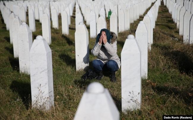 Мемориальный комплекс жертв массовых убийств в Сребренице вблизи селения Поточари. 2017 год