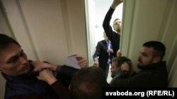 На сустрэчы зь Мікалаем Старыкавым «маладафронтаўцы» пабіліся з «рускаміраўцамі»
