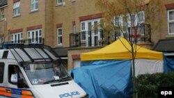 Глава МВД Британии Джон Рид обещает вести расследование, «куда бы оно нас ни привело». Полицейский пост у дома Литвиненко
