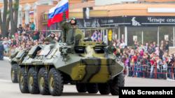 Militari ruși, participând la parada militară de 9 mai la Tiraspol