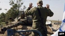 Израильские войска занимают позиции возле границ сектора Газа