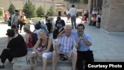 Туристы в Самарканде.