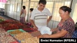 Кыргыз базарындагы кургатылган жемиштер