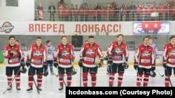 Хоккейный клуб «Донбасс» в матче против «Ледяных волков»