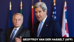 John Kerry (djathtas) dhe Jean-Marc Ayrault gjatë konferencës për shtyp sot në Paris