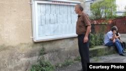 Проверка в восточных районах Абхазии закончена, сейчас она ведется в Гагрском, Гудаутском, Сухумском и Гулрыпшском районах. И там тоже обнаружены серьезные нарушения