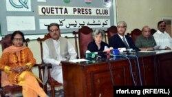 د پاکستان بشري حقونو کميسون غړي په کوټه کې خبري غونډې ته وینا کوي. ۱۲م اکتوبر ۲۰۱۴م کال