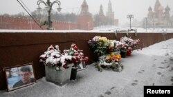 Народный мемориал на месте убийства Бориса Немцова. Москва, 2 февраля 2016 года.