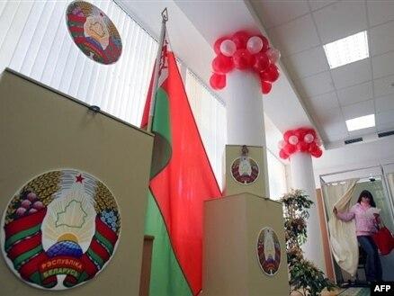 Lukashenko vuelve a arrasar en las presidenciales bielorrusas, ante la impotencia de la oposición que recurre a la violencia.