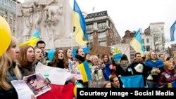 Одна із акцій, організованих у Нідерландах, на підтримку України (фото у Facebook Жені Айзенберга, датоване груднем 2013 року)
