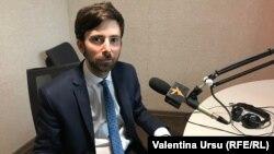 Matei Dobrovie în studioul Europei Libere la Chișinău