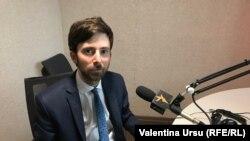 Matei Dobrovie în studioul Europei Libere de la Chişinău