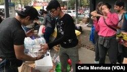 Volonteri pomažu unesrećenima