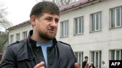 Нохчийчоь -- Контртерроран операцин раж дIаяккхарх лаьцна Хоси-юртахь журналисташна дуьйцуш ву Кадыров Рамзан, 16Охан2009