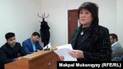 """Асель Акимеева, директор фонда «Международный центр """"Умит""""» в суде. Алматы, 18 апреля 2018 года."""