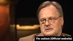 Финский нейрохирург Юха Хернесниеми во время интервью вещательной компании YLE.