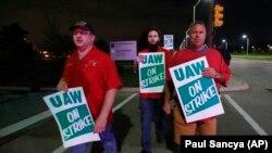 «Cоюз робітників автогалузі» проводять пікет під заводом General Motors e Детройті, США, 16 вересня 2019 року