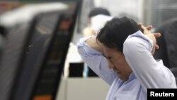Японский служащий без пиджака и галстука до сих пор себя не представлял