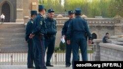Сотрудники узбекской милиции.