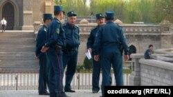 Өзбек милиционерлери.