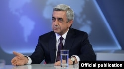 Президент Армении Серж Саргсян в студии Общественной телекомпании. Ереван, 17.06.2014