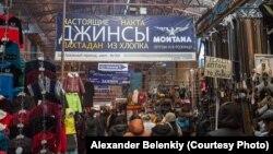 """Вещевой рынок """"Дордой"""" на окраине Бишкека"""