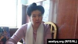Жер телімін рәсімдей алмай жүрген тұрғын Роза Әбіханова. Шымкент, 26 наурыз 2014 жыл.