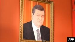 Portreti i ish-presidentit ukrainas, Viktor Yanukovych, në Muzeun e Artit në Kiev.