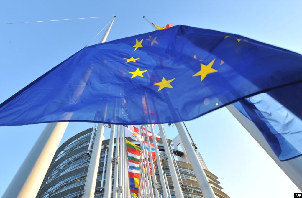 ЕС введет в пятницу расширенные санкции против России