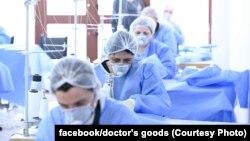 Предпазните средства като защитни облекла, маски и ръкавици бързо се превърнаха в дефицитна стока след обявяването на пандемия от коронавирус през март