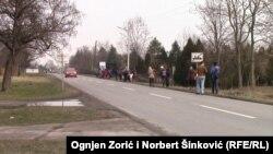 Građani Kosova na Paliću u blizini vile u kojoj je policija izvršila raciju