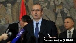 Poslanici SRS, predvođeni Vojislavom Šešeljem, sprečili Majkla Devenporta, da predstavi izveštaj Evropske komisije
