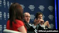 Накануне стало известно, что в ходе визита в Турцию президента Маргвелашвили пригласил приехать в Давос в январе 2015 года основатель ВЭФ Клаус Шваб. Впрочем, судя по сегодняшним заявлениям главы МИД, место высокого гостя из Грузии уже забронировано