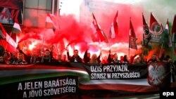 Польські та угорські націоналісти взяли участь у марші під гаслом «Сьогодні дружба, у майбутньому – союз», Варшава, 11 листопада 2015