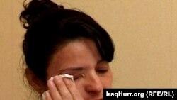 السيدة نصرت زيا تبكي إثر قرار السويد ترحيلها الى العراق
