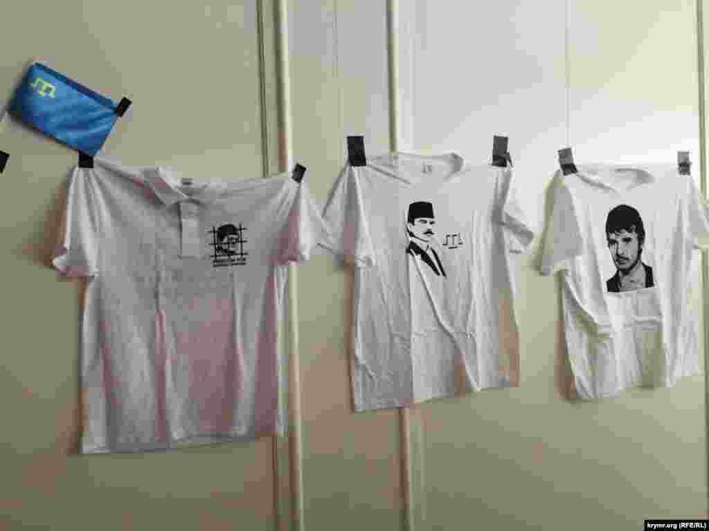 Продаж футболок із зображенням Ахтема Чийгоза, Мустафи Джемілєва, Номана Челебіджихана