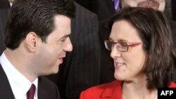Ministri i Brendshëm i Shqipërisë, Lulëzim Basha, takon komisionaren e BE-së për çështje të brendshme, Sesilia Malmstrom. Bruksel, 8 nëntor 2010.