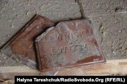 Оббита плитка фабрики Івана Левинського