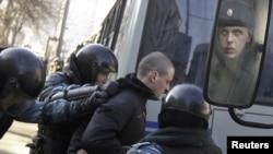 """Сергей Удальцов (в центре) и другие организаторы """"Марша миллионов"""" надеются, что это шествие не окончится обычными действиями полиции"""