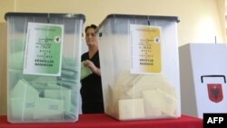 Pamje nga votimet në fshatin Surrel afër Tiranës