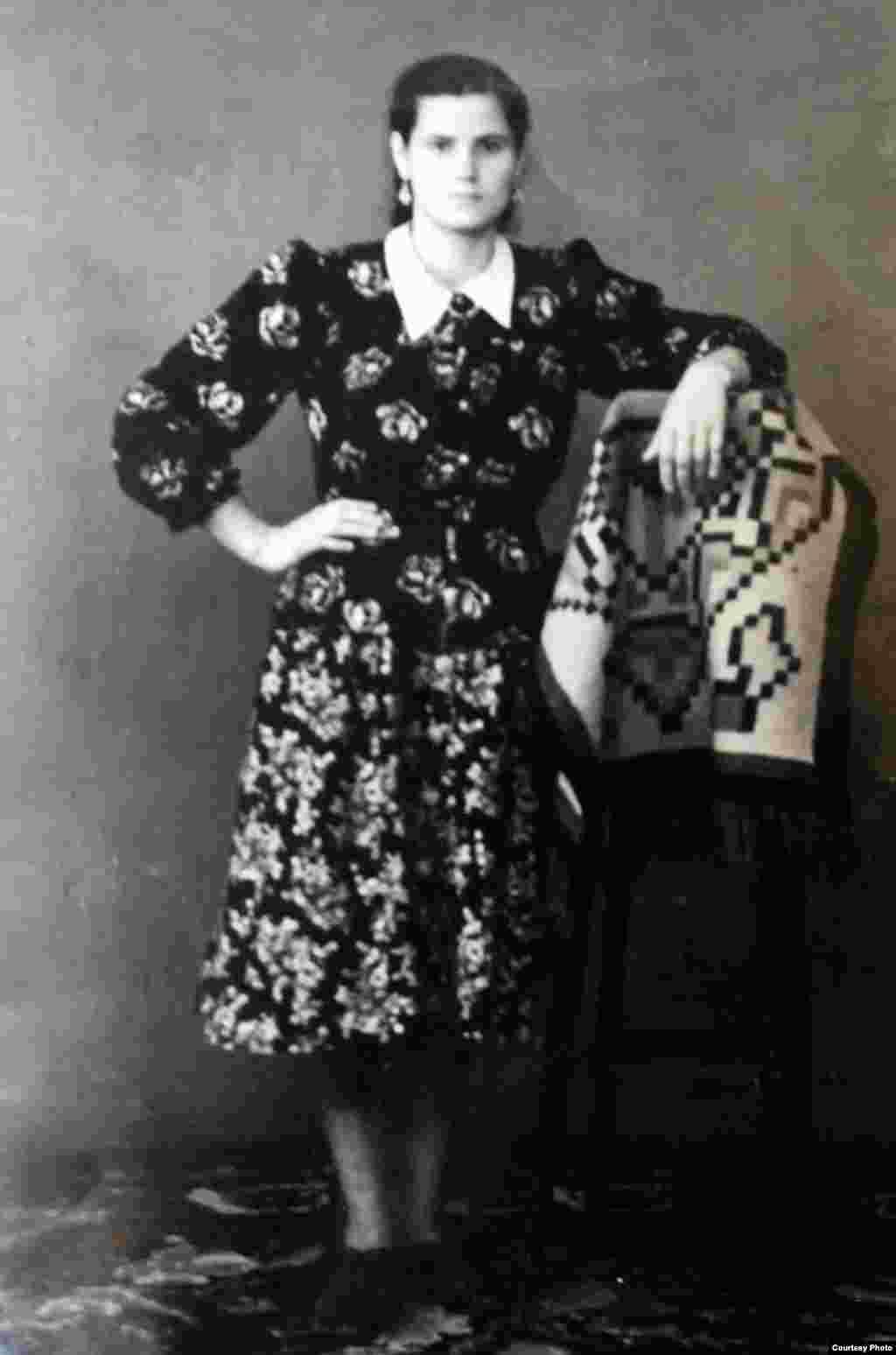 Lina Koeva, mama Marinei Pșenic, după căsătorie. Ursoaia, 1958