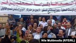 صحفيون مصريون يتظاهرون امام نقابتهم