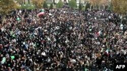 نمایی از تجمع گسترده دانشجویان در دانشگاه تهران