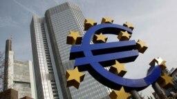 """U igri je i reaktiviranje programa Evropske centralne banke """"kvantitativnog popuštanja"""", odnosno otkupa obveznica u vrednosti od 2,6 hiljade milijardi evra"""