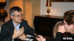 პიტერ სემნები (მარცხნივ) და ნინო გელაშვილი