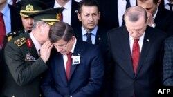 اردوغان و داود اغلو در مراسم خاکسپاری یکی از افسران ارتش