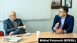 'U Skupštini je jedna grupa poslanika na čelu sa Crnogorcem, a velikosrbinom, Batrićem Jovanovićem, stalno napadala Albance i stanje na Kosovu.' (Fotografija: Dizdarević i Štavljanin tokom intervjua)