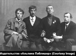 Осип Мандельштам, Корней Чуковский, Бенедикт Лившиц, Юрий Анненков. Санкт-Петербург, 1914 год